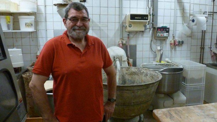 Bäckermeister Klaus Mälzer in seinem Betrieb