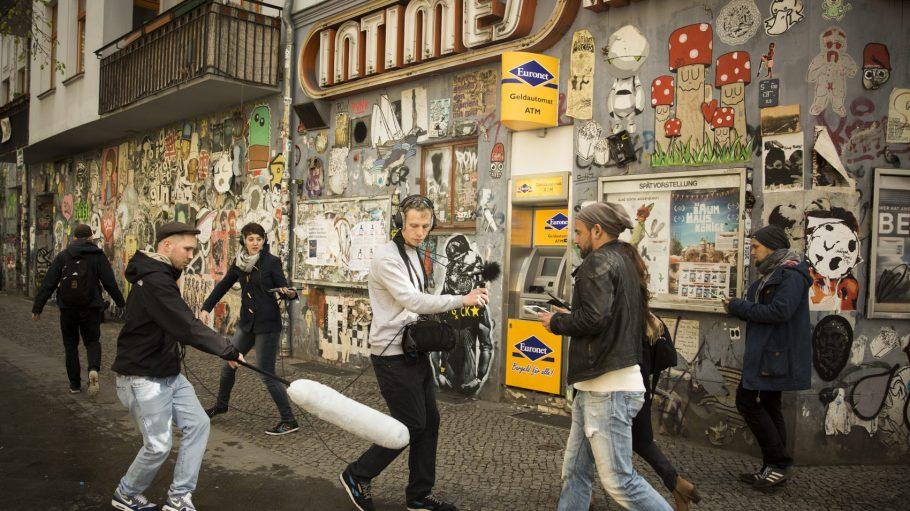 """Voller Einsatz: Für die Aufnahmen von """"Be My Match"""" war man 13 Drehtage in der ganzen Stadt unterwegs."""