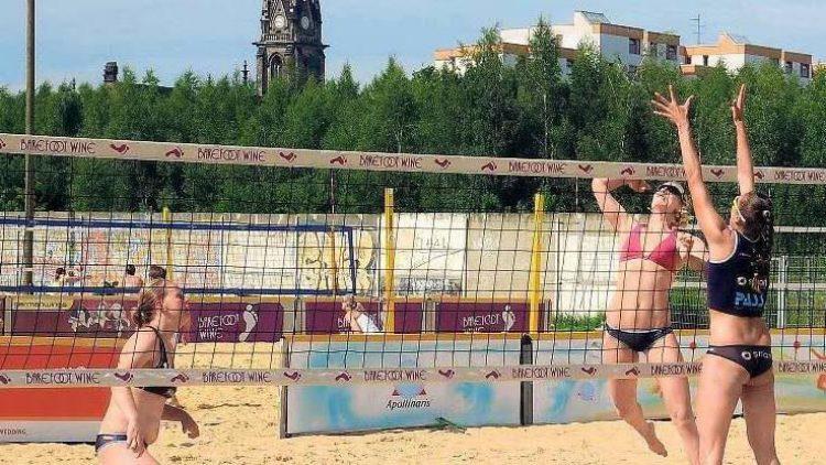 Auch auf der stadtweit größten Beachvolleyball-Anlage, dem BeachMitte am Nordbahnhof, wird fleißig trainiert.