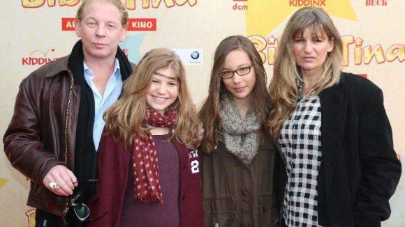 Familienausflug: Kamen mit Töchterchen Dörte Becker (links): Ben Becker mit seiner Frau Anne Seidel. Das andere Kind ist vermutlich eine Freundin ...