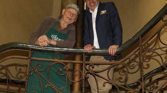 Künstler Ben Wagin (links) und Investor Ronald Janzen kamen dagegen in der Joseph-Hayden-Straße 1 zusammen, um das alte Haus ...