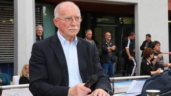Kult-Sportreporter Werner Hansch kommentierte am Spielfeldrand.
