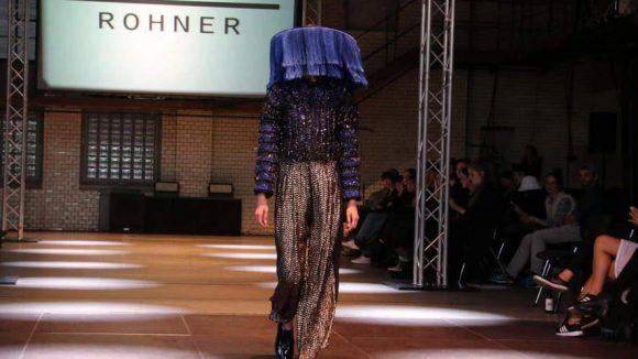 Da fragt man sich doch wirklich, zu welchem Anlass man mit Fransen vorm Gesicht erscheinen kann... Eins steht aber fest: Diese Kreation von Stein Rohner können Frauen und Männer tragen.