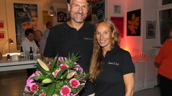 Gefeiert wurde auch in der Akazienstraße: In seinen Büros beging dotBERLIN, das Unternehmen hinter der jungen Top Level Domain .berlin, sein zehnjähriges Bestehen. Hier sind die Geschäftsführer Dirk Krischenowski und Katrin Olmer zu sehen.