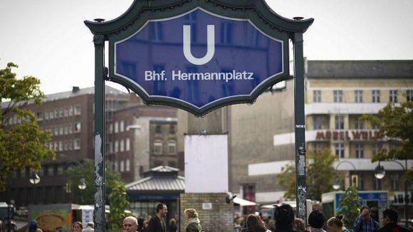 Einer der bekanntesten Plätze in Berlin Neukölln: der Herrmannplatz.