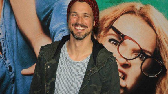 Freute sich scheinbar auf einen lustigen Abend: Schauspieler und Regisseur Florian David Fitz.