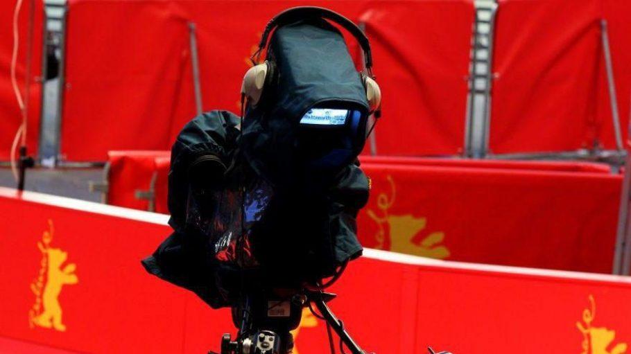 Eine Kamera vor dem Berlinale-Palast - vom 07. bis 17. Februar 2013 wird es hier wieder ein großes Schaulaufen geben.