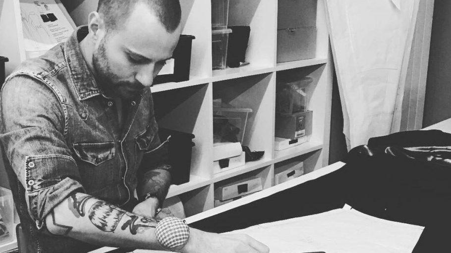 Konzentration! Designer Marcell von Berlin bei der Arbeit ...