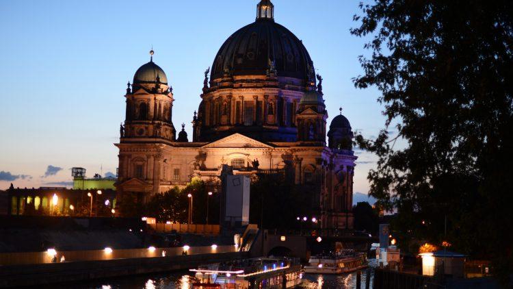 Die Berliner lieben ihren Dom. Aber sie helfen auch gern. Deshalb soll das Wahrzeichen nun zum Zuhause für 16 geflüchtete Jugendliche werden.