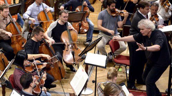 Die Berliner Philharmoniker machen unter der Leitung von Sir Simon Rattle nicht nur bei Auslandskonzerten eine gute Figur. Auch in Berlin begeistern sie das Publikum immer wieder aufs Neue.
