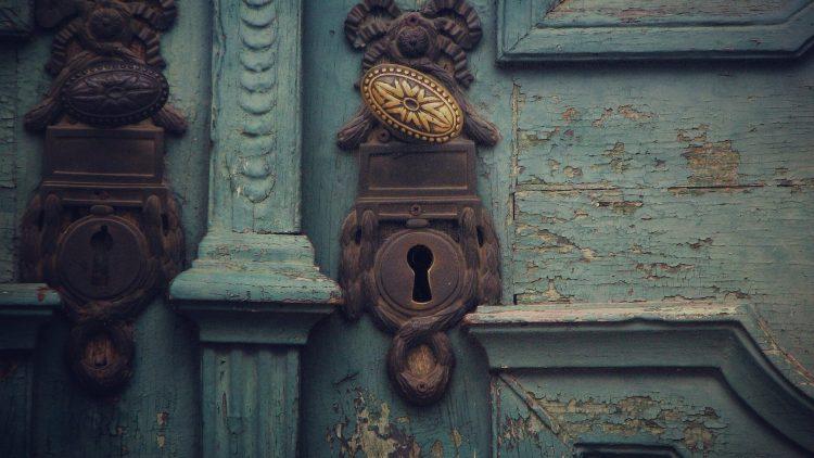 Sesam öffne dich... Lass dir von Schlüsseldiensten keine Märchen erzählen, die Experten vom seriösen Schlüsseldienst ADO GmbH klären auf.