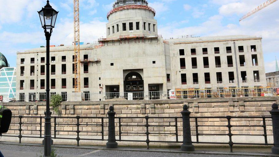 Das Berliner Stadtschloss nimmt Form an. Bald soll es auch eine Dachterrasse bekommen.