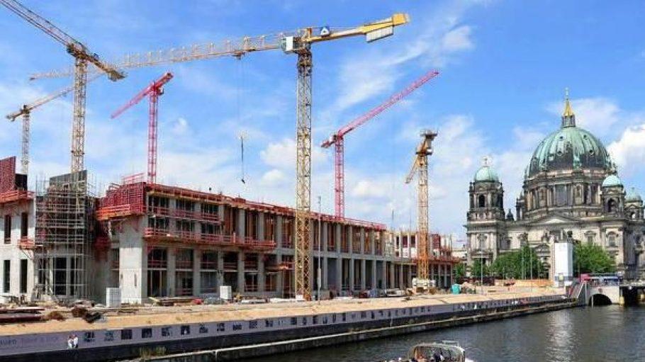Der Bau des Schlosses schreitet voran.