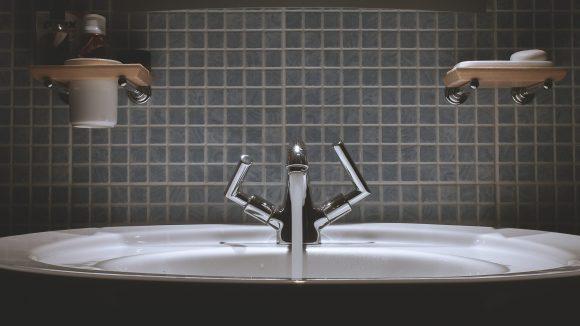 Nichts unterliegt strengeren Auflagen als (Leitungs-)Wasser. Damit du das endlich zu schätzen weißt, rühren die Berliner Wasserbetriebe jetzt mit einer neuen Kampagne die Werbetrommel.