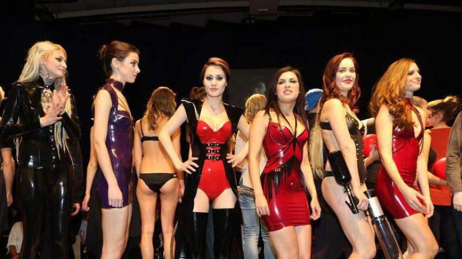 Hübsche Mädels und heiße Mode gab es bei der 11. Ausgabe der Berlin's Night of Fashion am 17. Januar am Alexanderplatz zu sehen.
