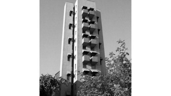 Besselstraße in Kreuzberg, 1999. Atelierturm von John Hejduk, 1984 im Zuge der Internationalen Bauausstellung (IBA Berlin) errichtet.