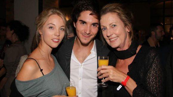 ... dementsprechend kam Goeske auch mit seiner Freundin Sina Bianca Hentschel (l.) und der 'Schwiegermutter' Nina J. Hentschel.