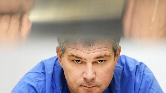 Diesem Mann bleibt nichts verborgen: Rechtsmediziner Michael Tsokos macht sich nun für Sat 1 auf Spurensuche.