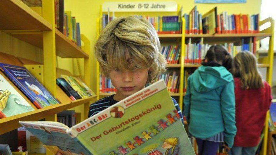 Vor allem in den kleinen Kinderbibliotheken in Berlin werden die Öffnungszeiten verkürzt.