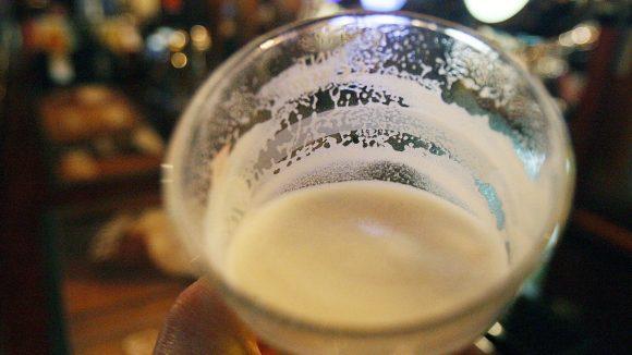 Manchmal liegt die Wahrheit doch auf dem Grund des Bierglases.