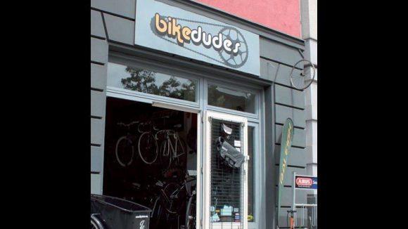 Der Fahrradladen Bikedudes liegt in Friedrichshain in direkter Nähe des Velodroms.