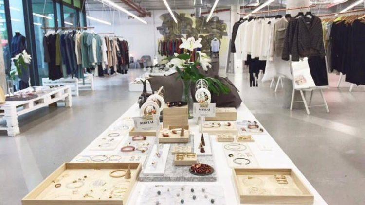 Im Bikini Pop-up Fashion Concept Store shoppst du heute bis zur Geisterstunde.