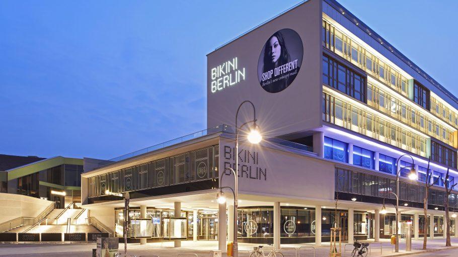 Die Westseite des Bikini Berlin wird in den kommenden Wochen in ein ganz neues Licht getaucht.