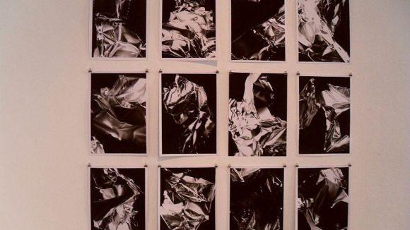 Auch kleinformatige Bilder hängen in der Galerie.
