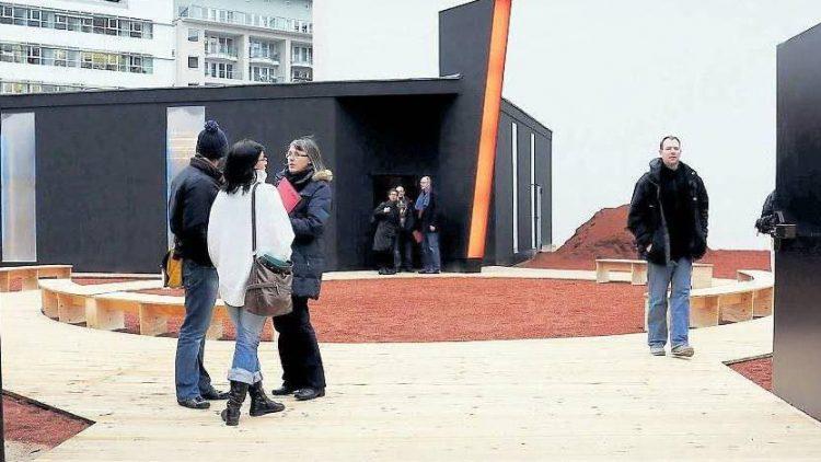 Aktuell steht auf dem Grundstück eine Black Box. Das Infocenter informiert über das geplante Museum