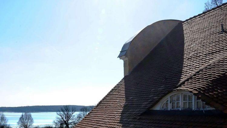 Blick aufs Wasser: Auf der Terrasse des Gutshauses in Neukladow.