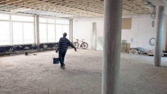 Stillleben mit Bauarbeiter.Kein Kunstwerk, nur ein Blick in die C/O-Baustelle imAmerika-Haus.