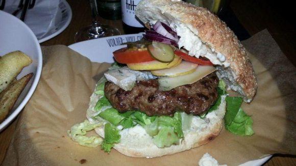 Yummie: Der Blue Cheese Burger inside out.