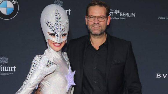 Auch Moderator Kai Böcking steht auf Aliens.