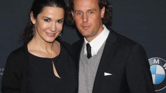 Schauspielerin Mariella Ahrens und ihr Freund Marc-Sebastian Esser wollten auch Auto gucken.
