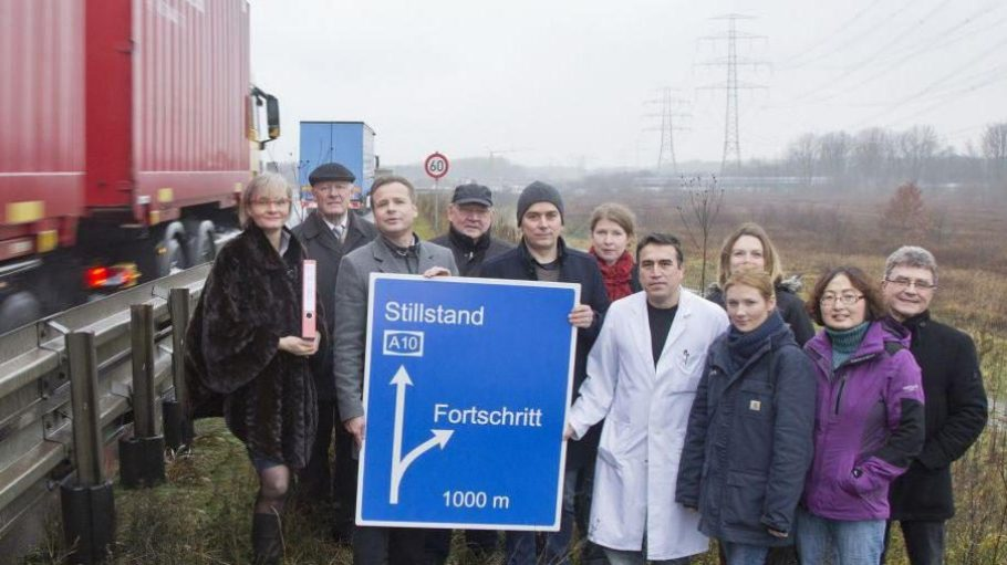 """Die A10 rauscht am Zukunftsort Berlin-Buch vorbei. Die Initiative """"Bündnis für Buch"""" fordert eine direkte Abfahrt."""