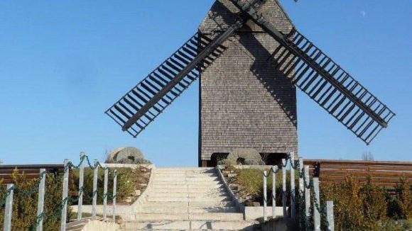 Traumhochzeit in der Windmühle? Die Bockwindmühle Marzahn ist eine Außenstelle des Standesamts.