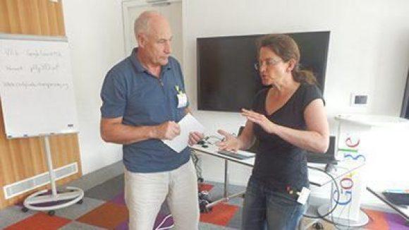 Bogdan im Gespräch mit Frau Jost.