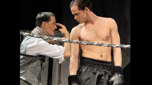 """""""Box-Musicals"""" gibt es schon ein paar. Auf der """"Fight Night"""" bleibt die Zweiteilung aber ein wenig akkurater: Echte Boxkämpfe wird es ebenso geben wie das Theaterstück um den 1944 ermordeten """"Zigeunerboxer""""."""