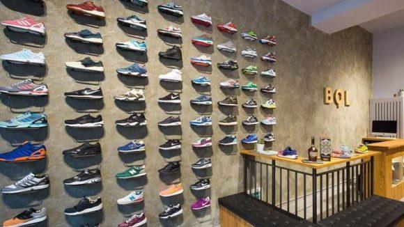 Alles, was das Sneaker-Herz begehrt findest du u.a. bei BQL auf der Kastanienallee.