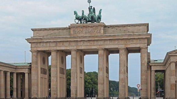 Die Mauer verlief direkt am Brandenburger Tor. Daran sollen am 9. November 2014 zahlreiche leuchtenden Ballons erinnern.