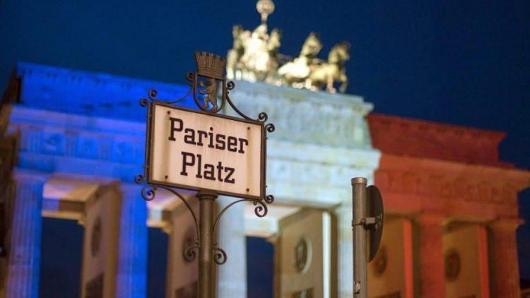 Am Wochenende trug das Brandenburger Tor die Tricolore.
