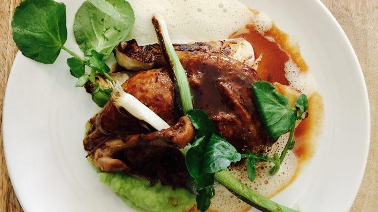 Das Coq au Vin begeistert nachhaltig, aber auch für Vegetarier gibt es köstliche Erinnerungswerte.