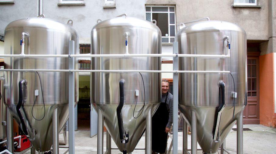 Wo Craft-Bier noch Handarbeit ist: Für die Herstellung seines Kiezbieres arbeitet Braumeister Christoph Flessa oft 80 Stunden die Woche.