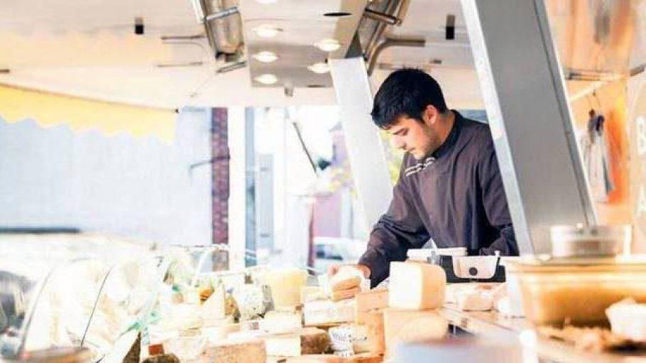 """Alles Käse. Die Familie Kirchenbauer verkauft schon in der vierten Generation Käse - bislang vor allem auf französischen Wochenmärkten. Seit Anfang des Jahres gibt es auch den Onlineshop """"Brie Et Ses Amis""""."""