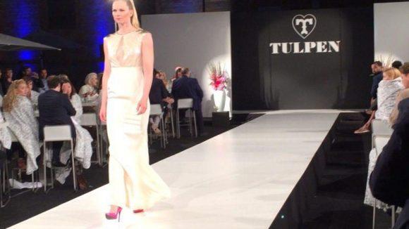 Olympiasiegerin Britta Steffen lief exklusiv für das Label Tulpen über den Catwalk.