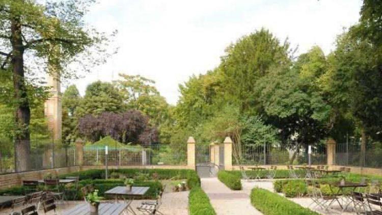 Der Garten zum Restaurant, das Sternekoch Matthias Buchholz seit August 2011 mit gehobener Landhausküche betreibt.