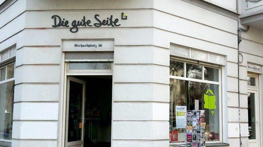 """Am Richardplatz 16 in Neukölln lockt die Buchhandlung """"Die gute Seite"""" mit einem ausgewählten Sortiment."""