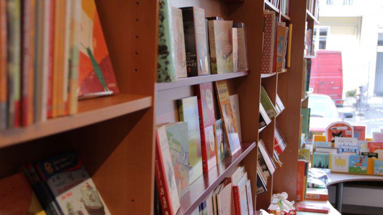 Im Storytime gibt es englische und deutsche Literatur speziell für Kids.
