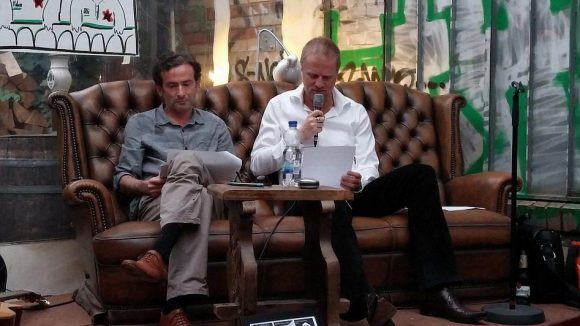 Bei der Buchvorstellung lesen die Autoren Ulrich Sackenreuter (l.) und Rainer Stenzenberger mehrere Auszüge aus dem Krimi.