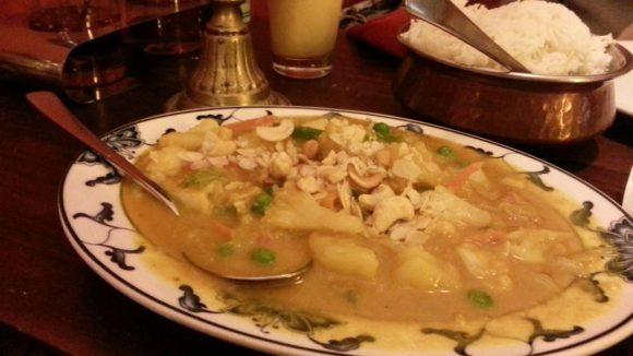 Tagesgericht für 5,50 Euro: Gemüse mit Cashewnüssen in Kokosbuttermilch gebraten.